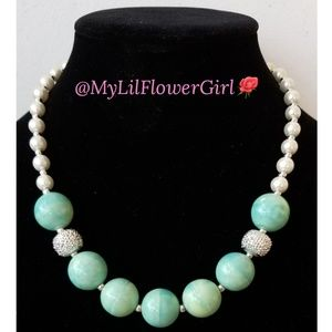 Girls chunky beaded necklace w/pearls.White & teal